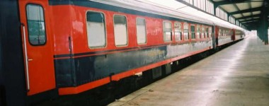 Another type of black-red dining car, it seems to be somewhat old. Haydarpasa. 2001. Photo Gökçe Aydin.