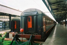 The double windows on the gangway doors of other stock are smaller than that of TVS2000, and oval in shape. The TVS2000 have rectangular windows. 2001. Photo Gökçe Aydin.