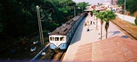 E8024, coupled with 88025, leaving Bakirköy station. July 2001, photo Gökçe Aydin