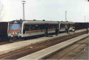 MT5701 coupled to another MT5700 on a Mersin Adana Service at Yenice Station. Photo Malcolm Peakman 1998.