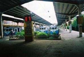 A line up of E8000 at Sirkeci. July 2001, photo Gökçe Aydin