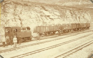 A very rare view showing carrier trucks used to transfert standard gauge wagon over the narrow gauge track.