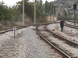 YS board and ground signal showing a stop aspect. Kayaş, 2002. Photo Ergin Tönük