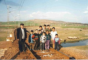 Family pictures at Toprakkale chord. Photo Malcolm Peakman 1998