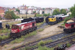An example of storage of engines that are supposed to be in working condition. Behind the DE24000:  46061 at Konya depot, October 2005