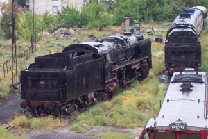 On the left: 46061. On the track in the middle: 56009. Konya depot, October 2005