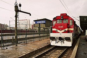 DE22069 leading the arriving Ankara Express on 28 February 2007. On this day, DE22069 took over the train from E43037 because a catenary works.