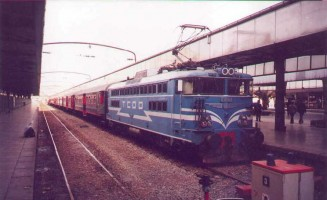 E40008 at Haydarpasa, January 2001. Photo Gökçe Aydin.