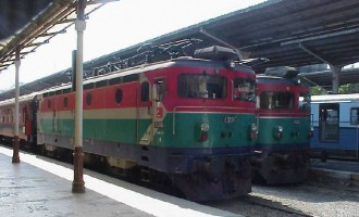 E52505 and E52502 at Sirkeci Station, 4 June 2001