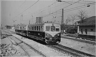 MT5400 and 2 trailers at Yedikule in April 1956, running under the brand new 25KV catenary. Photo Alan Swale