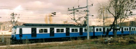 E14000 in the new blue and white livery, at Ankara station in december 1997. Photo JP Charrey