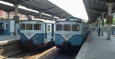 E8013 and E8016, at Sirkeci Station. 4 June 2001, photo Derya Ferendeci