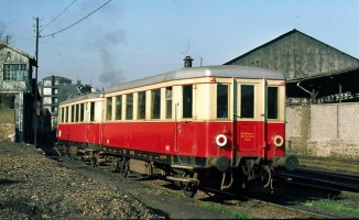 A rare view: a color picture of a 21 to 25 railcar (in the background)