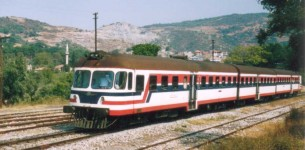 MT5500 arriving into Camlik station, from Denizli, en route to Izmir. 10 September 2002. Photo JP Charrey