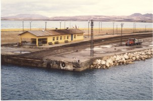 Van Lake train ferry: Van terminal seen from the boat. 12 October 1985, Photo Pierre Birgé
