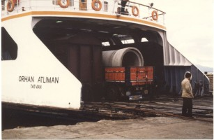 Van Lake train ferry: rear view of ferry Orhan Atliman and the link span. 12 October 1985, Photo Pierre Birgé.