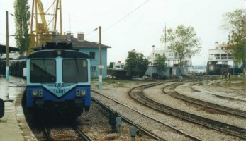 E14001 to Gebze, Haydarpasa, 3 november 2000. Note the access track to train ferry on the right