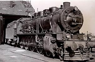 46009 outside Eskişehir Depot. 19th April 1955. Photo Alan Swale
