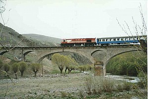 DE24000 crossing over Kurşunlu bridge (Zonguldak Line between Cankiri and Karabuk). 1999. Photo Malcolm Peakman