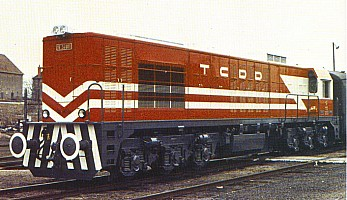 DE24001 in its original livery. Notice the round buffers and the white strips on the buffer gear. Scan Ergin Tönük