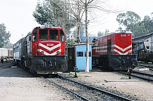 DE24180 and DE24386 at Adana station, 2 March 2006. Photo Altan Atamaan.