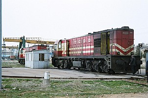 DE24202 and DE24241 at Gaziantep depot. 28 feburary 2006. Photo Altan Atamaan. Note the board partially closing the ventilation grates. This is common in winter, even on this loco currently in Gaziantep were the winter is very mild. Note also the turntable control box in corrugated iron.