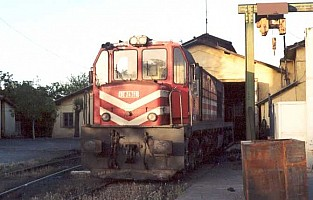 DE24318 being prepared for departure at Elazig depot, June 2001. Photo G. Tunçbilek