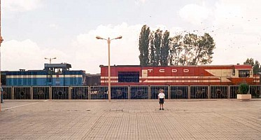 DE24398, trailing DH9506 and the Express Eskisehir to Konya, July 2000. The DH9506 is presumably coming back from overhaul at Eskisehir. Photo G. Tunçbilek