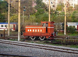 Ruston RH88DS plinthed outside Istanbul Haydarpasa on 3 December 2004. This is loco RH306090, ex works 23/6/1950. It is 17½ ton model and fitted with engine 282295 (source Industrial Railway Society). Photo & copyright Graham Williams